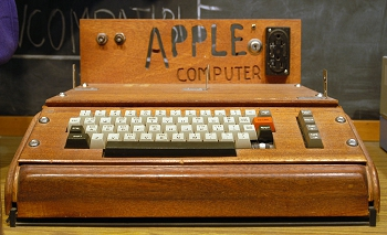 Un Apple I exposé au Smithsonian Museum.